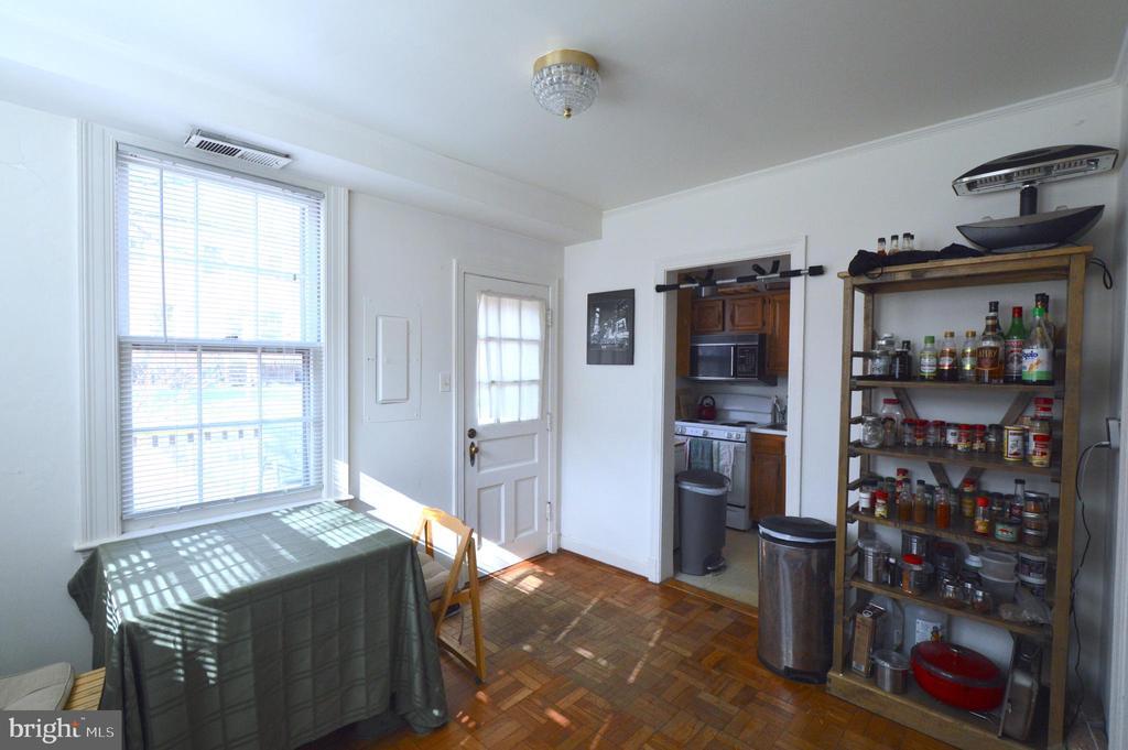 Sunny dinning room - 1400 S BARTON ST #417, ARLINGTON