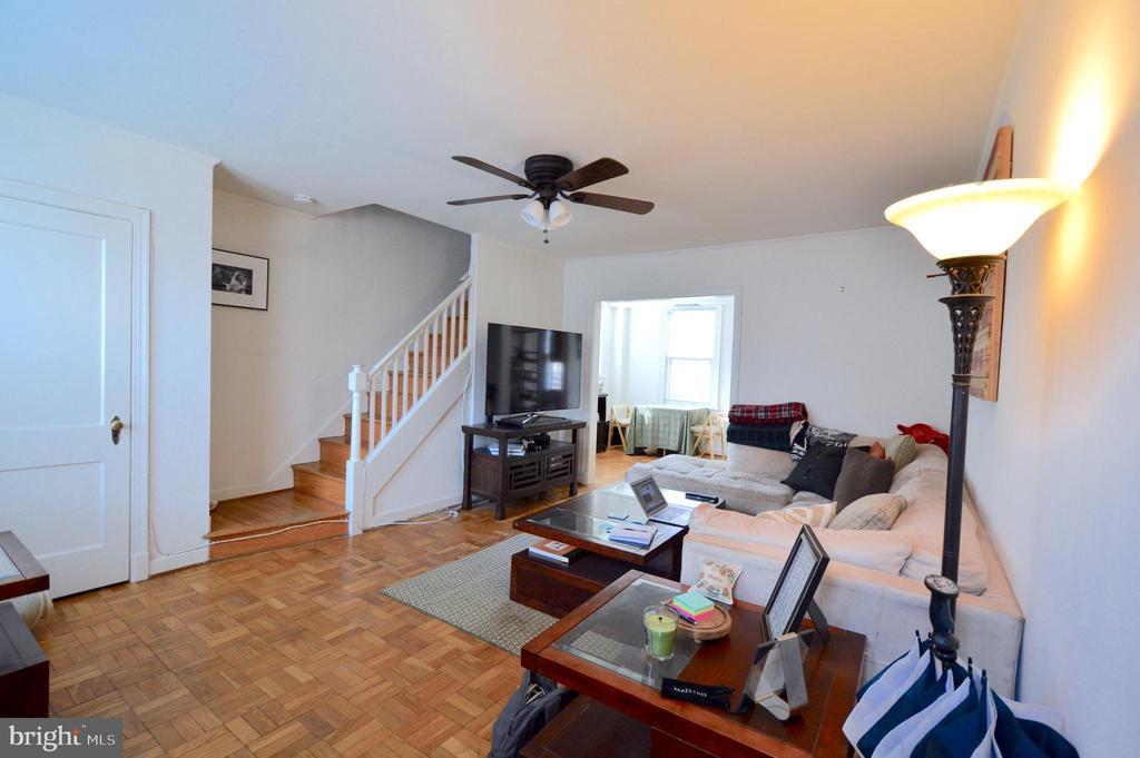 Hardwood floors thoughout the unit - 1400 S BARTON ST #417, ARLINGTON