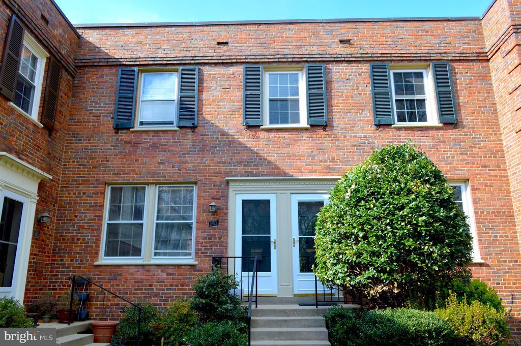 Beautiful brick building - 1400 S BARTON ST #417, ARLINGTON