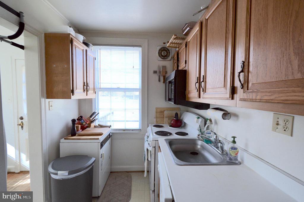 Full of light kitchen - 1400 S BARTON ST #417, ARLINGTON