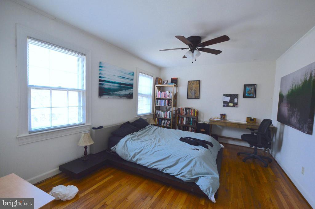 Large master bedroom - 1400 S BARTON ST #417, ARLINGTON