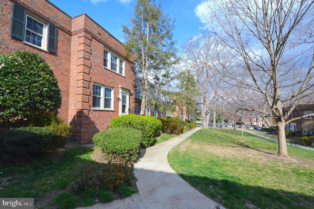 Beautiful neighborhood - 1400 S BARTON ST #417, ARLINGTON