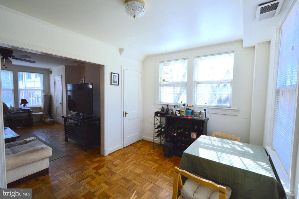 Being end unit allows for extra windows - 1400 S BARTON ST #417, ARLINGTON