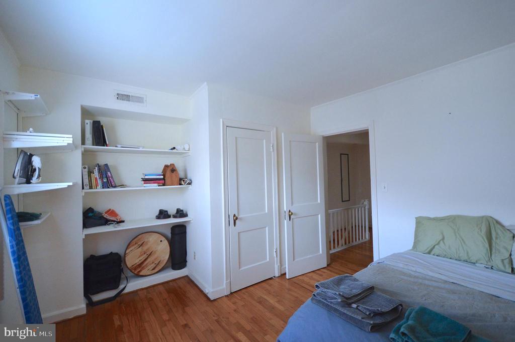 Custom shelving in bedroom - 1400 S BARTON ST #417, ARLINGTON