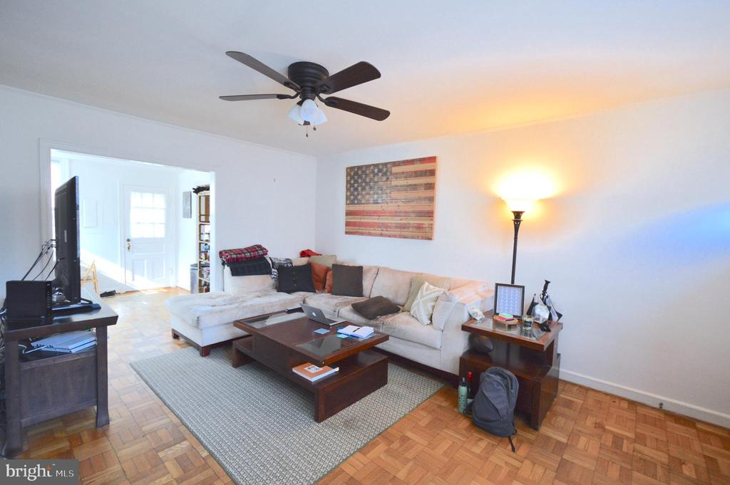 Large living room - 1400 S BARTON ST #417, ARLINGTON