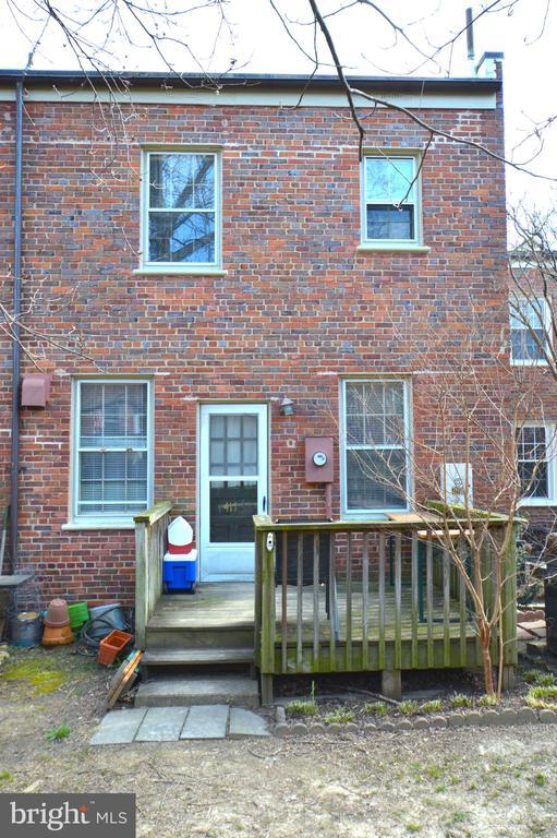Deck and patio! - 1400 S BARTON ST #417, ARLINGTON