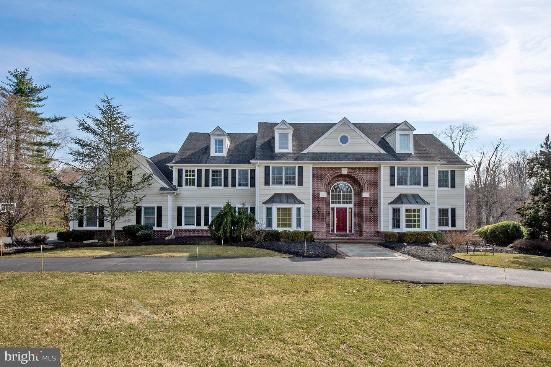 Maison unifamiliale pour l Vente à 4 KEITHWOOD Court Titusville, New Jersey 08560 États-UnisDans/Autour: Hopewell Township