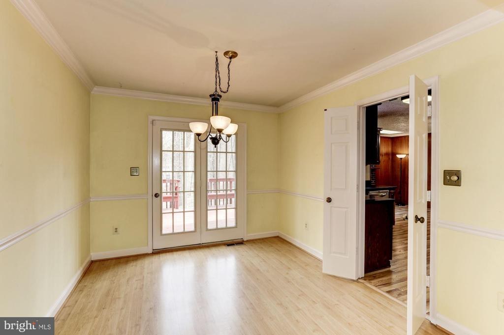Dining Room to Deck and Kitchen - 10279 GREYSTONE RD, MANASSAS