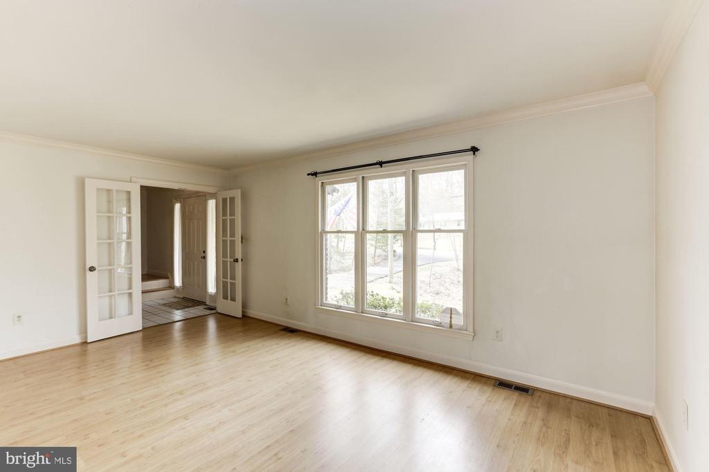 Living Room to Foyer - 10279 GREYSTONE RD, MANASSAS