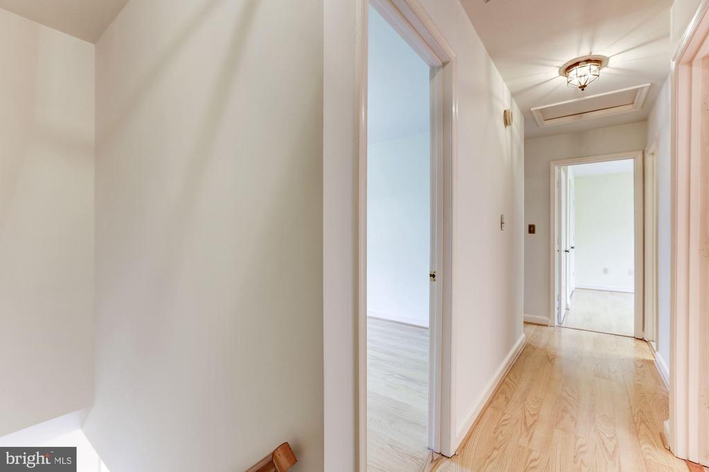 Upper Level Hallway (hardwood) - 10279 GREYSTONE RD, MANASSAS