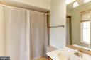 Master Bedroom Bath(Tub&Shower) - 10279 GREYSTONE RD, MANASSAS