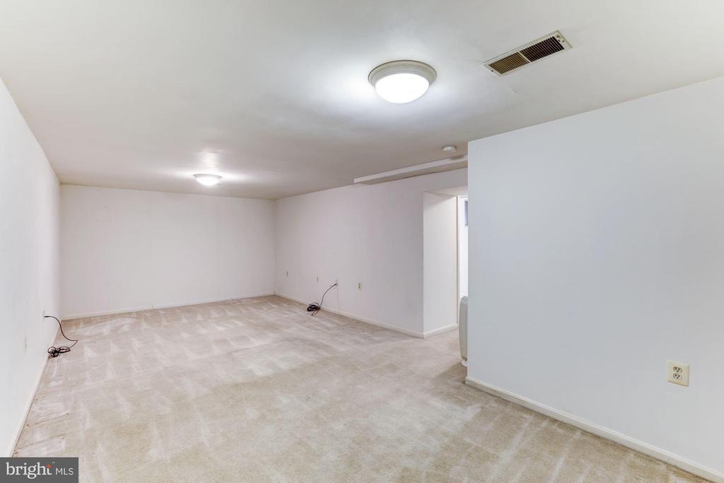 Basement Rec Room from Stairs - 10279 GREYSTONE RD, MANASSAS
