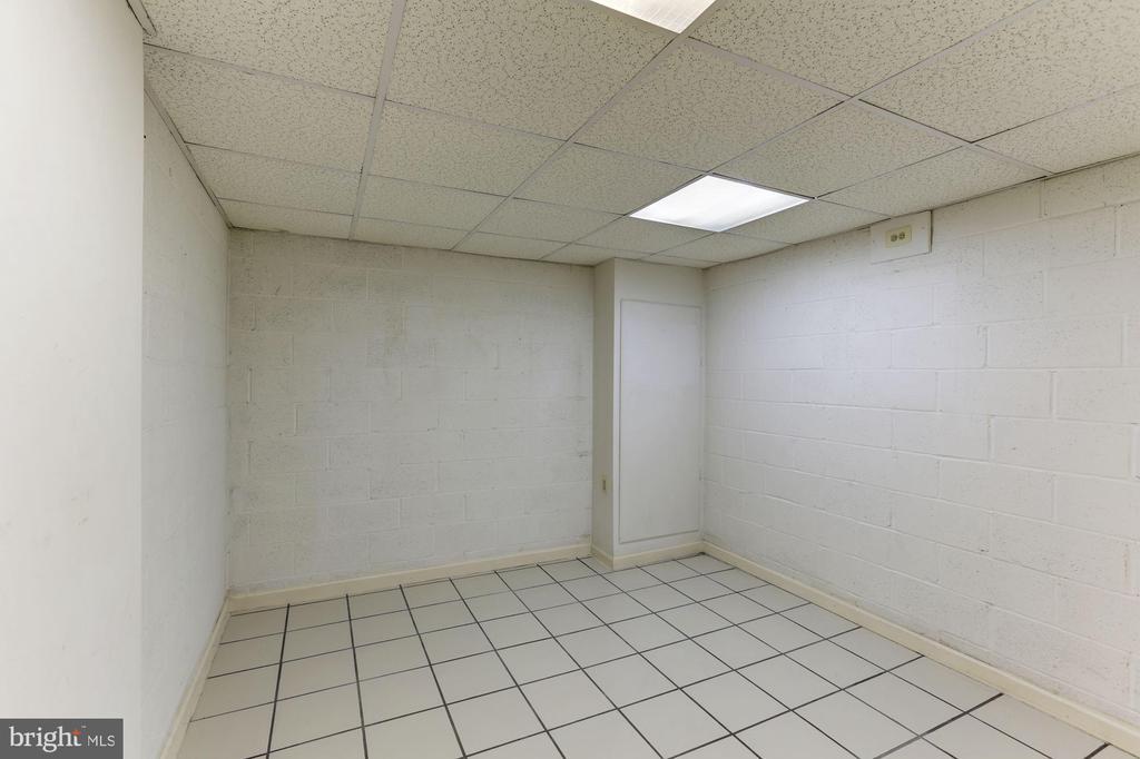 Basement workout room - 10279 GREYSTONE RD, MANASSAS