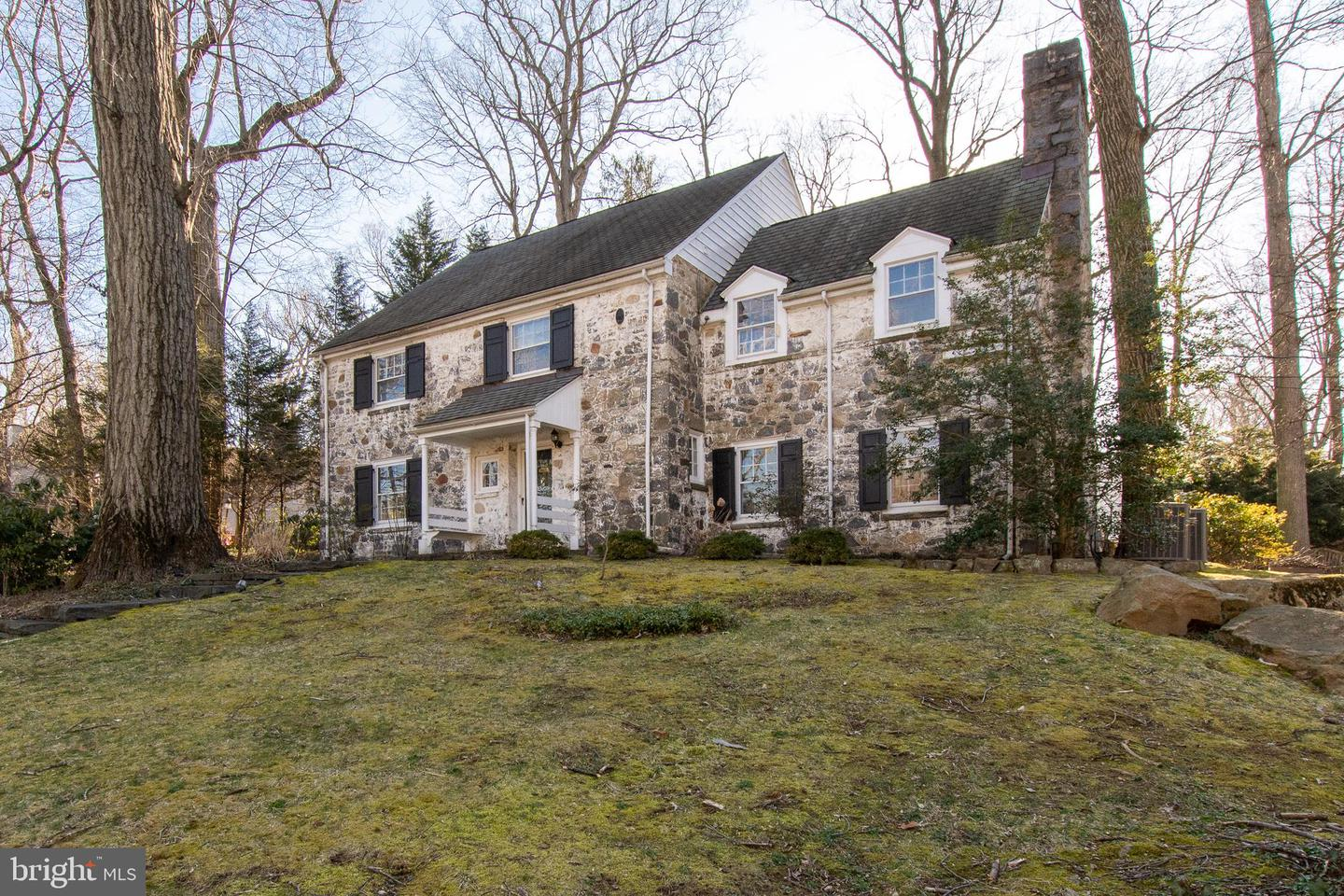 Photo of home for sale at 906 Overbrook Road, Wilmington DE