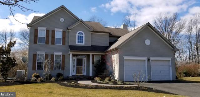 Maison unifamiliale pour l Vente à 20 BERWICK East Windsor, New Jersey 08520 États-UnisDans/Autour: East Windsor Township