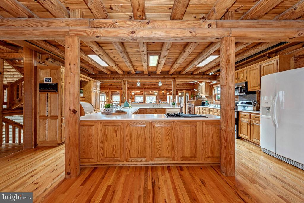 Enormous chef's kitchen! - 2315 MICHAEL RD, MYERSVILLE