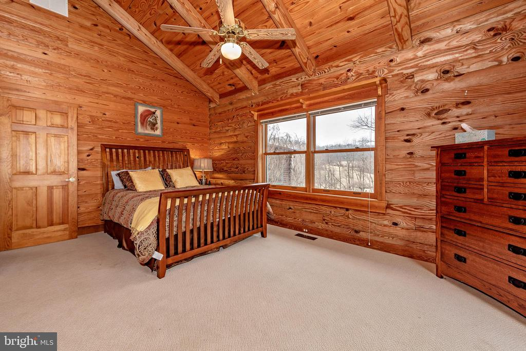 Bedroom with vaulted ceilings - 2315 MICHAEL RD, MYERSVILLE