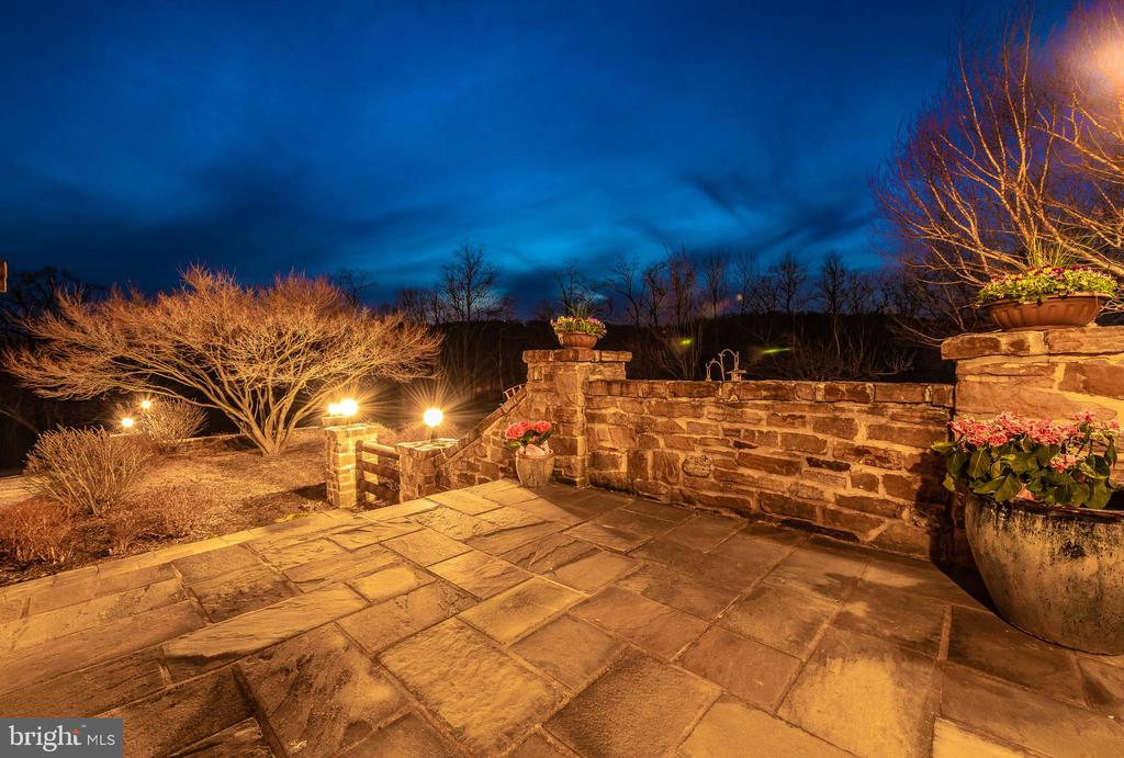 Stone patio and steps lead to front entrance - 2315 MICHAEL RD, MYERSVILLE