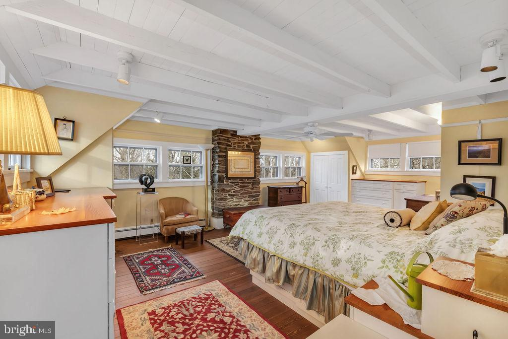 Dreamy master suite boasts great built ins - 13410 GOODHART LN, LEESBURG