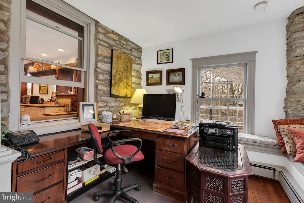 Cozy office space with window seats - 13410 GOODHART LN, LEESBURG