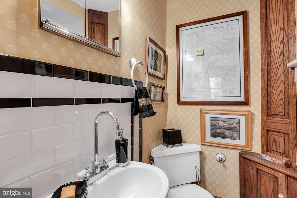 Charming main level half bath - 13410 GOODHART LN, LEESBURG