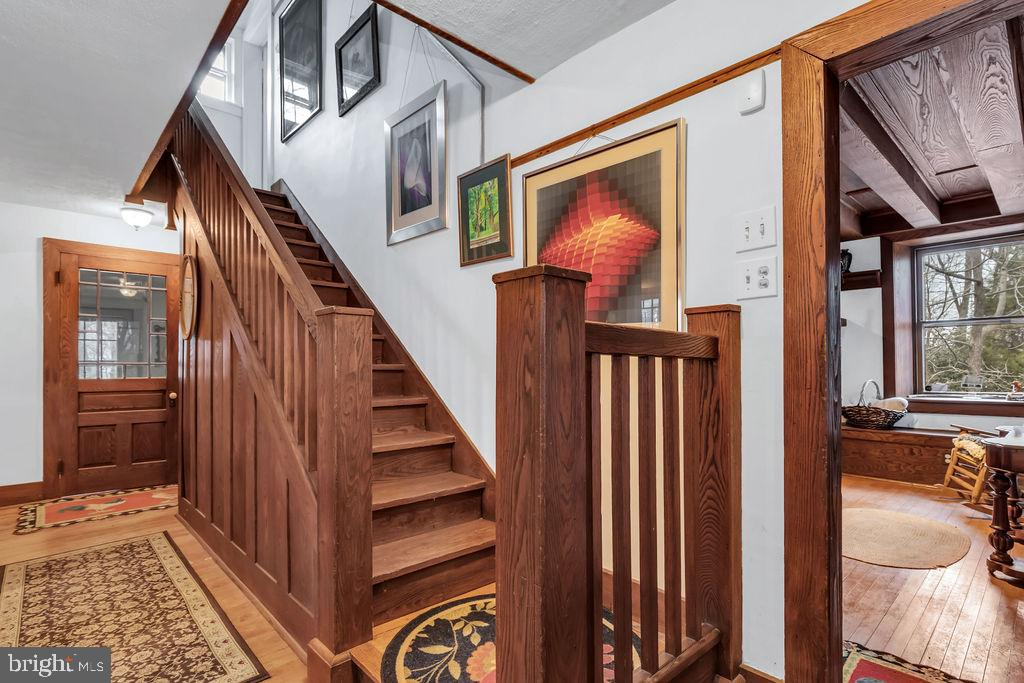 Inviting entry with eye-catching wood trim accents - 13410 GOODHART LN, LEESBURG