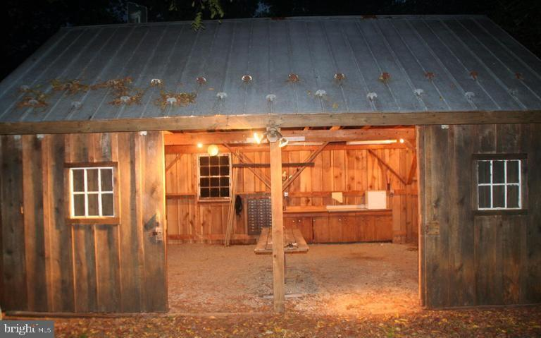 Includes potting shed and sink - 13410 GOODHART LN, LEESBURG