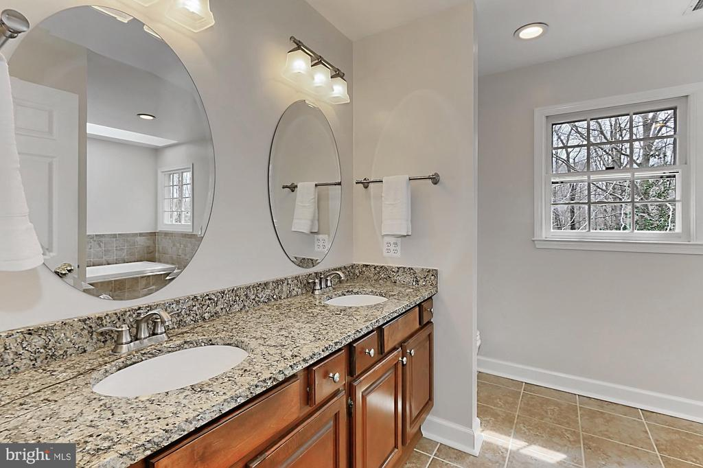Updated master bath. - 10625 TIMBERIDGE RD, FAIRFAX STATION