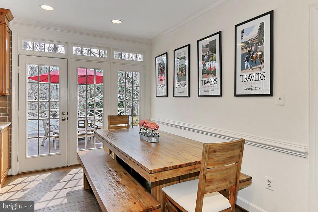 Sunny breakfast area! Eat-in Kitchen! - 10625 TIMBERIDGE RD, FAIRFAX STATION