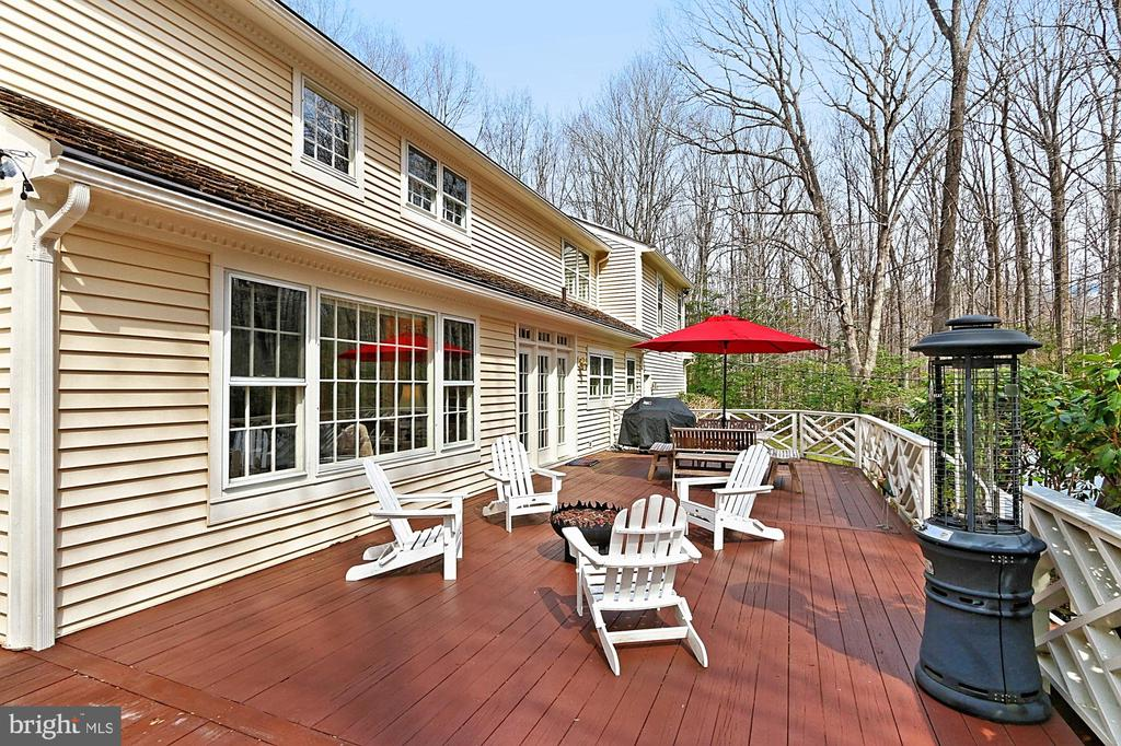 Huge deck for entertaining! - 10625 TIMBERIDGE RD, FAIRFAX STATION