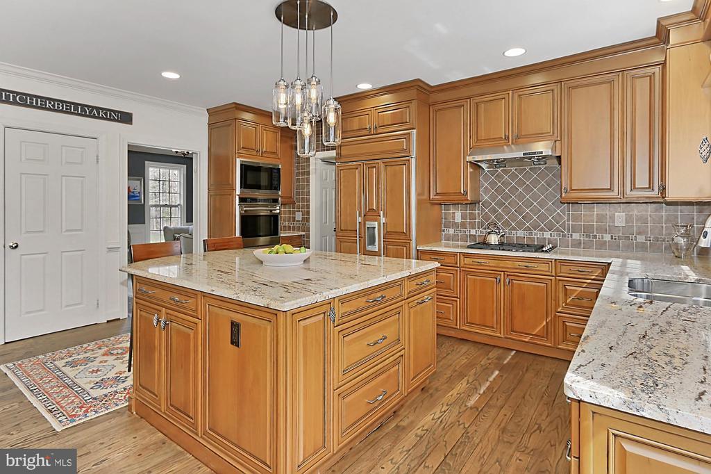 Kitchen with hardwood floors. - 10625 TIMBERIDGE RD, FAIRFAX STATION