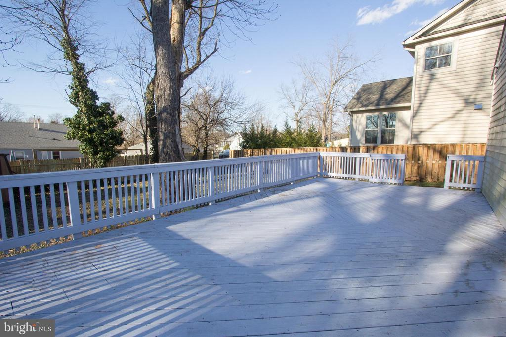 Huge deck off dining room and laundry room - 266 MOSEBY DR, MANASSAS PARK