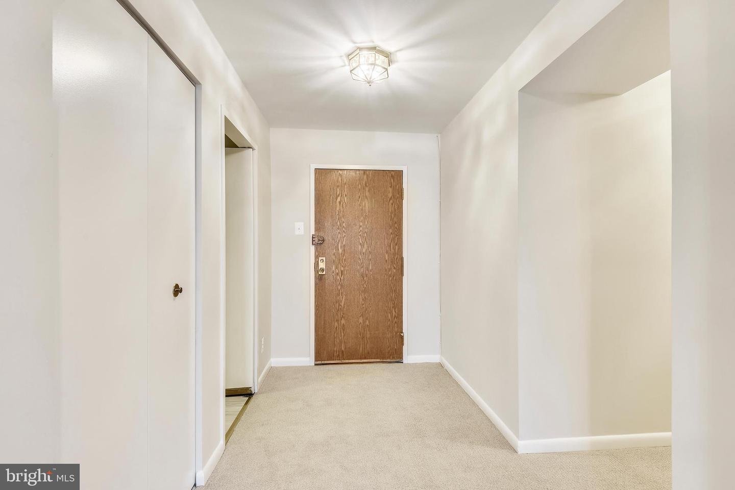 Additional photo for property listing at 4978 Sentinel Dr #12-401 Bethesda, Maryland 20816 United States