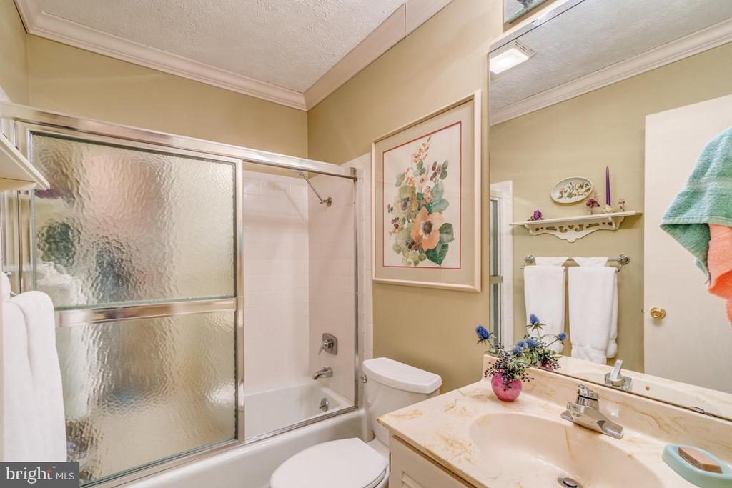 Hall Full Bath - 200 HAPPY CREEK RD, LOCUST GROVE