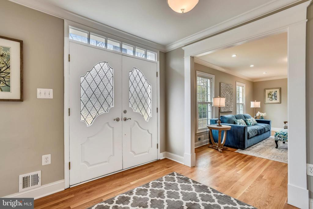 Entry - 8324 OLD DOMINION DR, MCLEAN