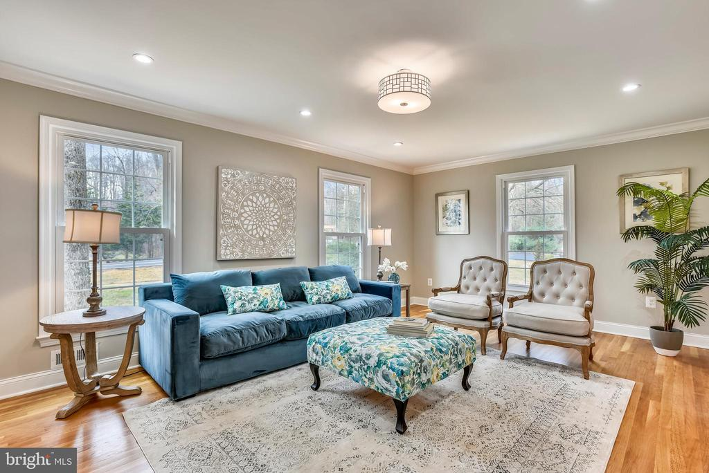 Living room - 8324 OLD DOMINION DR, MCLEAN
