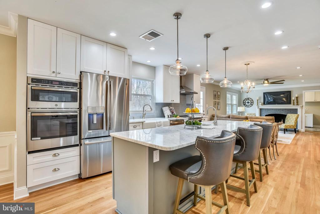 Stainless steel appliances - 8324 OLD DOMINION DR, MCLEAN