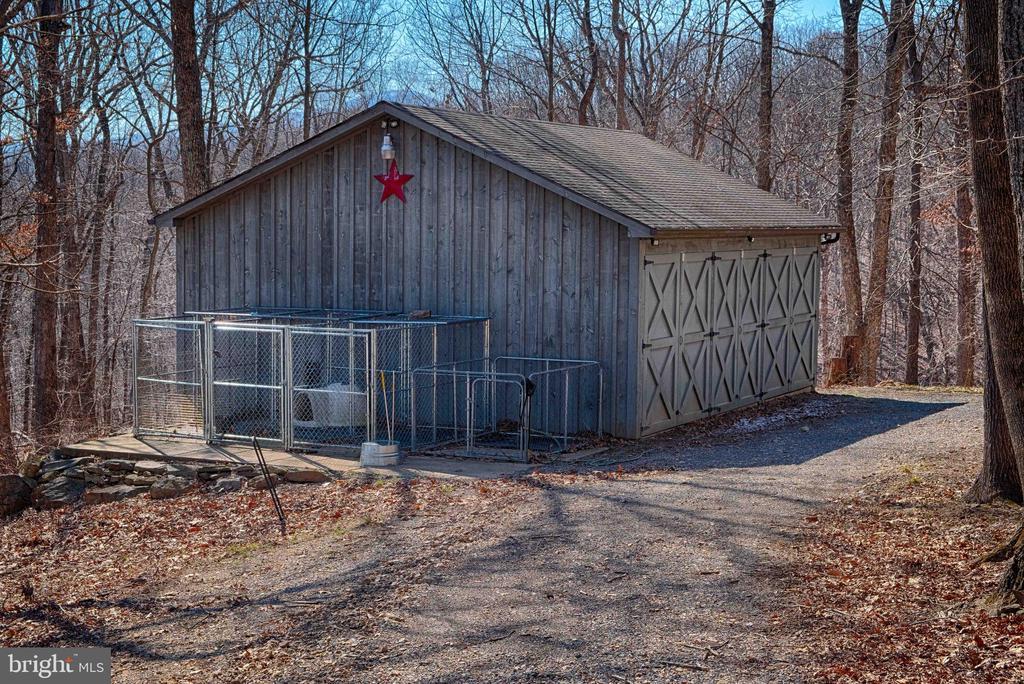 Equipment shed/dog kennels - 240 GORDON CLAN LN, HUNTLY