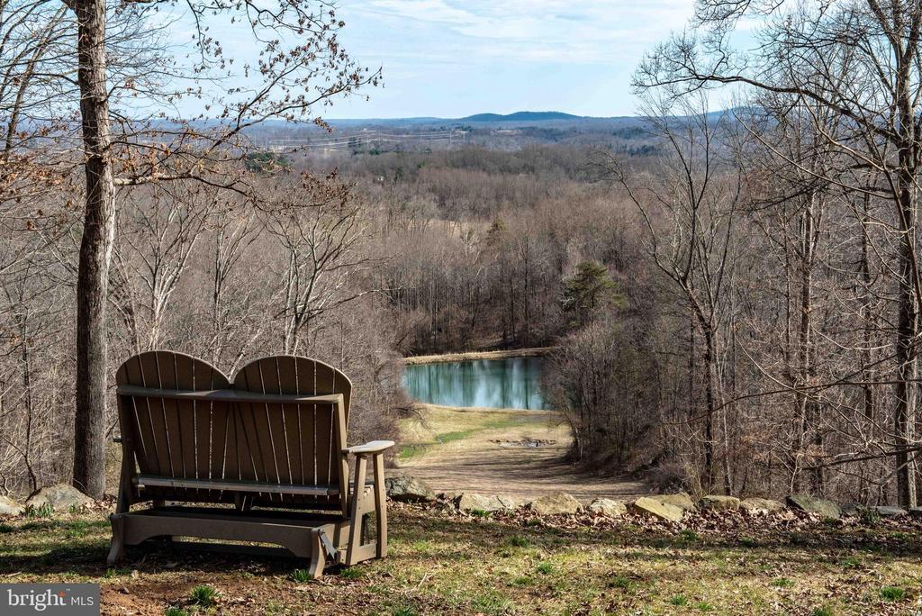 Enjoying the peaceful views - 240 GORDON CLAN LN, HUNTLY