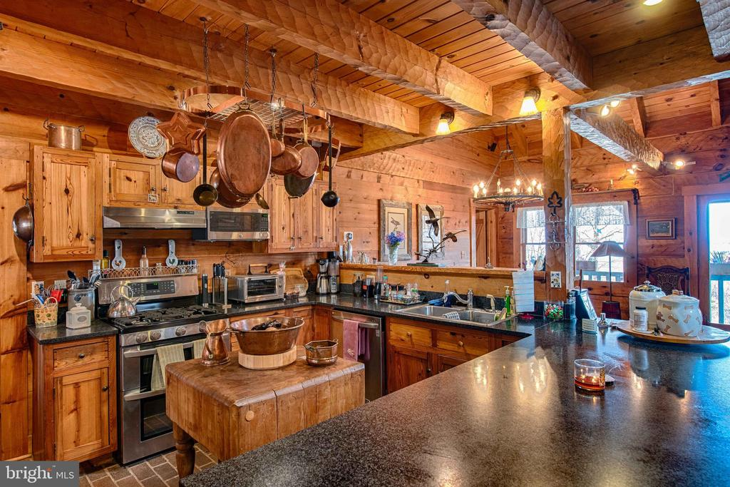 Beautiful Country Kitchen - 240 GORDON CLAN LN, HUNTLY