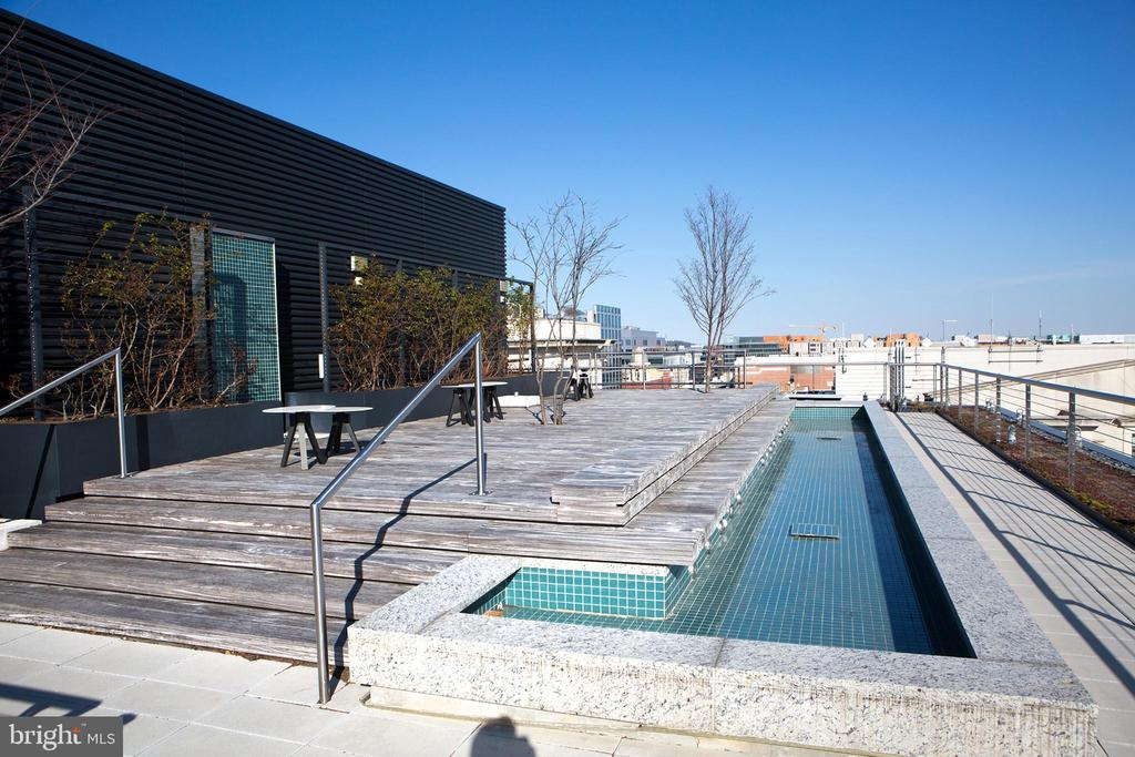 Building Roof Deck Water Feature - 925 H ST NW #1103, WASHINGTON