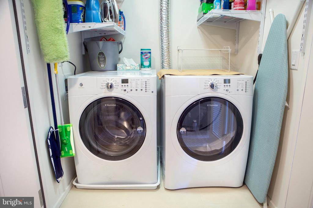 In-Unit Side-by-Side Washer and Dryer - 925 H ST NW #1103, WASHINGTON