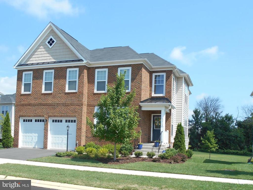 BRICK FRONT COLONIAL BACKING TO TREED MEADOW - 42518 STRATFORD LANDING DR, BRAMBLETON