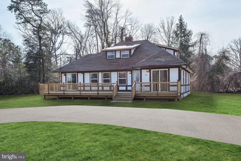 Villa per Vendita alle ore 124 S LAKESHORE Drive Browns Mills, New Jersey 08015 Stati Uniti