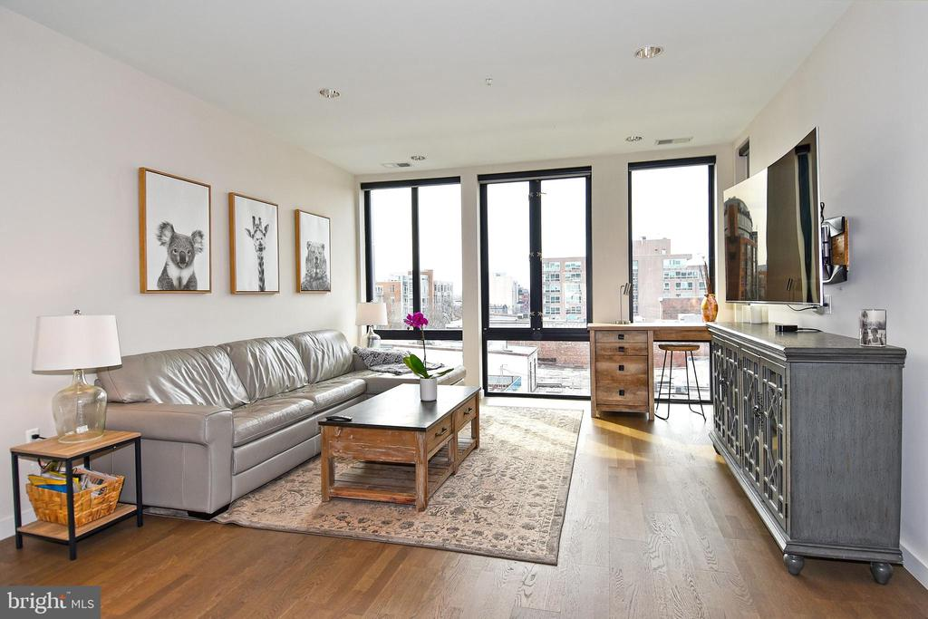 Sun Drenched Living Room - 1405 W ST NW #402, WASHINGTON