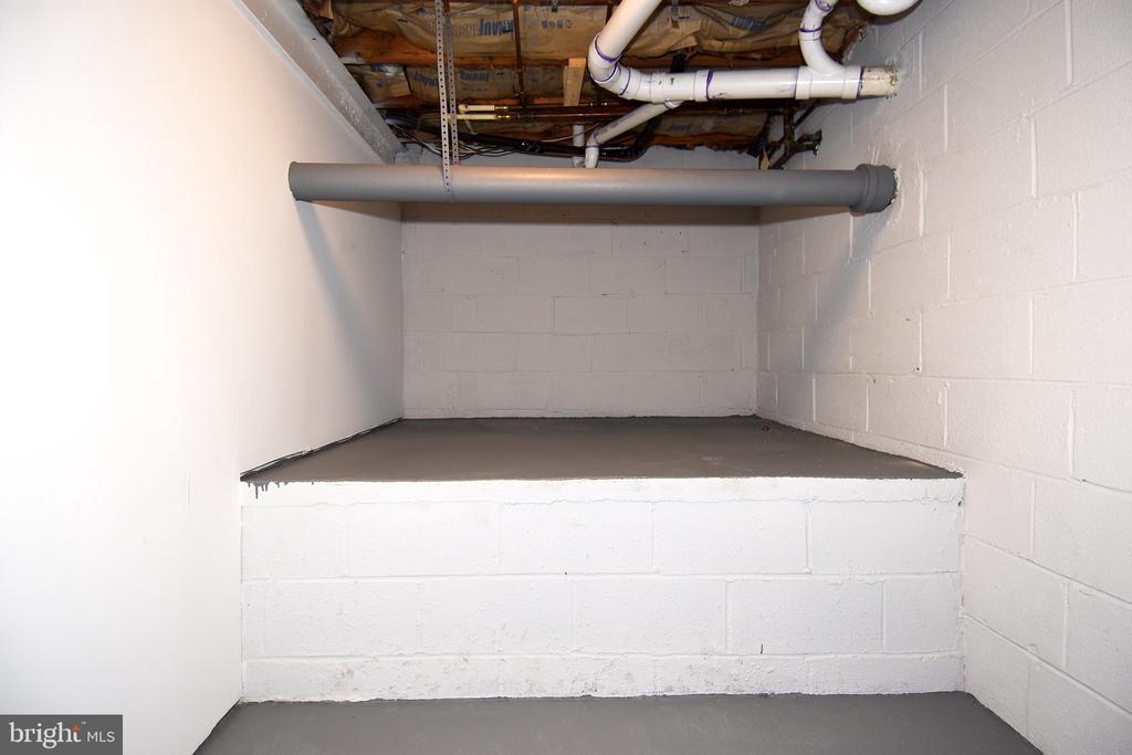 Unique Basement Level Storage - 602 H ST SW, WASHINGTON