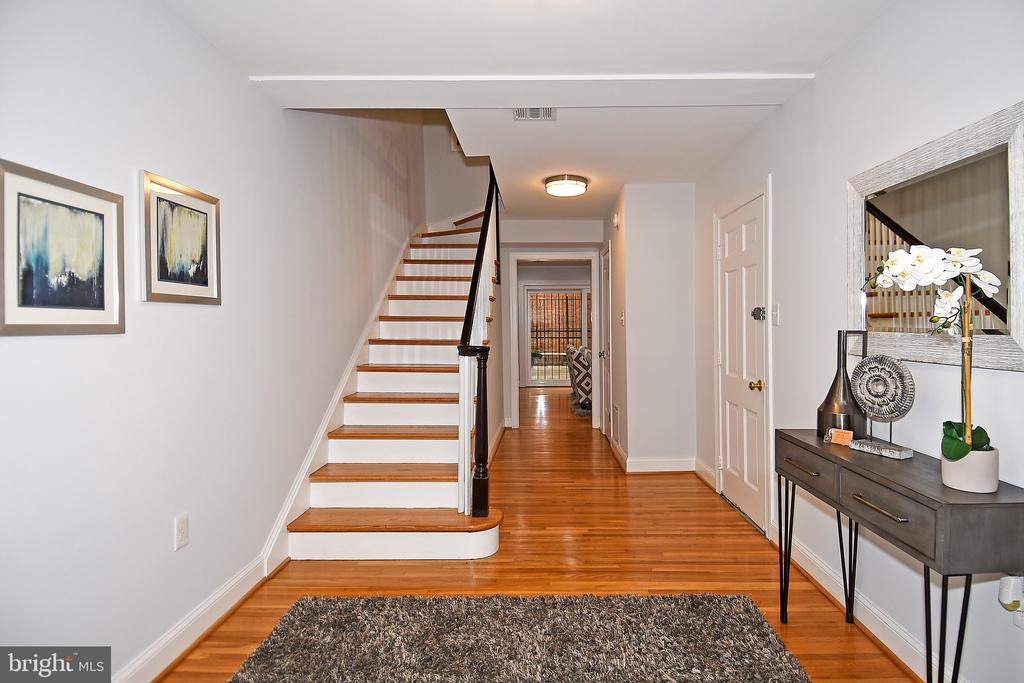 Foyer - 602 H ST SW, WASHINGTON