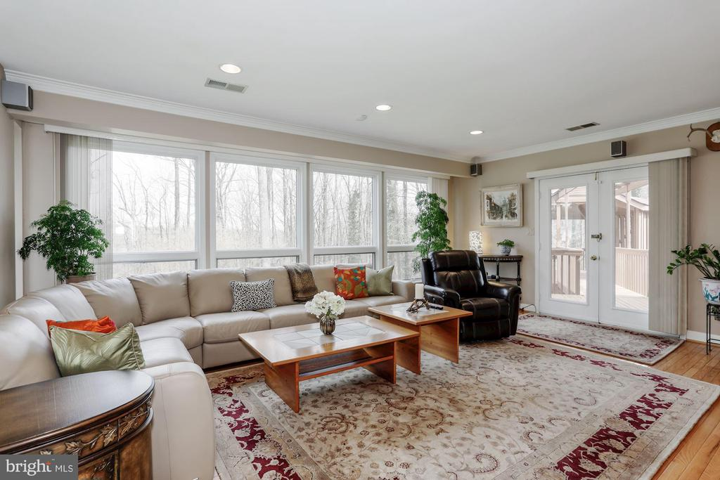 Family Room with large windows and french doors - 8900 GLENBROOK RD, FAIRFAX