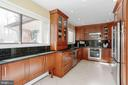 Kitchen with large pantry - 8900 GLENBROOK RD, FAIRFAX