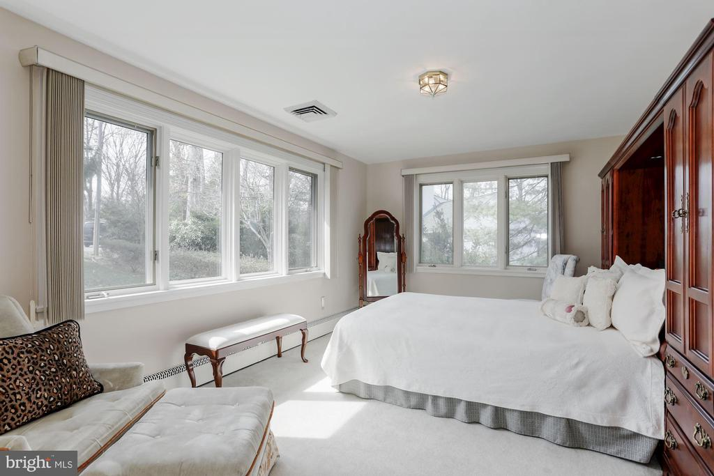 Bedroom 2 - 8900 GLENBROOK RD, FAIRFAX